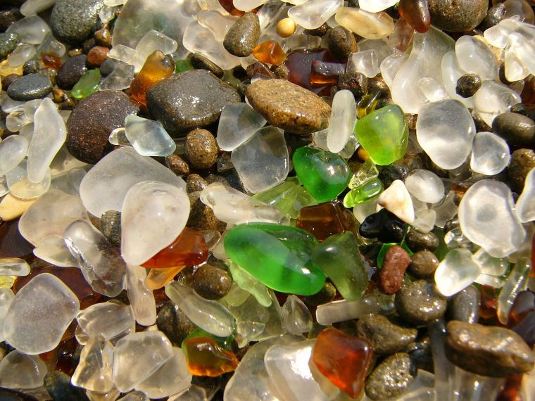 1280px-Glass_Beach_Fort_Bragg_3.jpg
