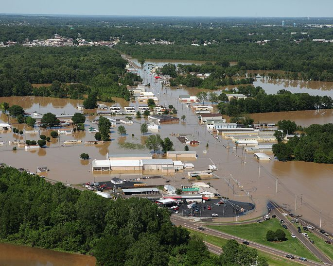 1280px-FEMA_-_43937_-_Flood_Damaged_Tennessee